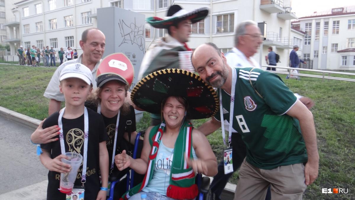 В 2018 году Настя побывала на нескольких матчах чемпионата мира в Екатеринбурге и познакомилась с болельщиками из Мексики и других стран