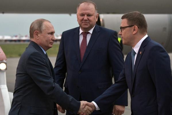 Владимир Путин пожал руку Алексею Текслеру