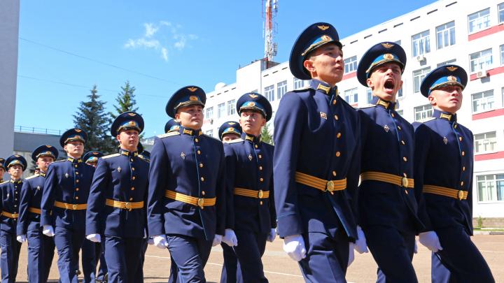 От Калининграда до Камчатки: как выпускников-лейтенантов из Уфы проводили на службу