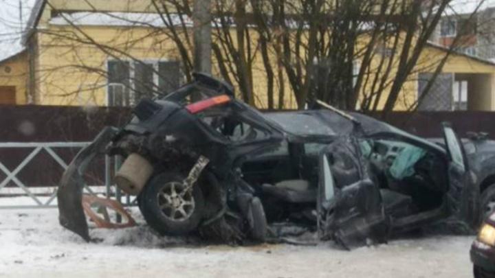 Машина превратилась в груду металлолома: в Ярославле столкнулись «БМВ» и «Хонда»