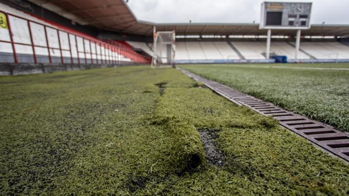 «Подковёрные» расходы: в замену газона на челябинском стадионе-долгострое вложат десятки миллионов