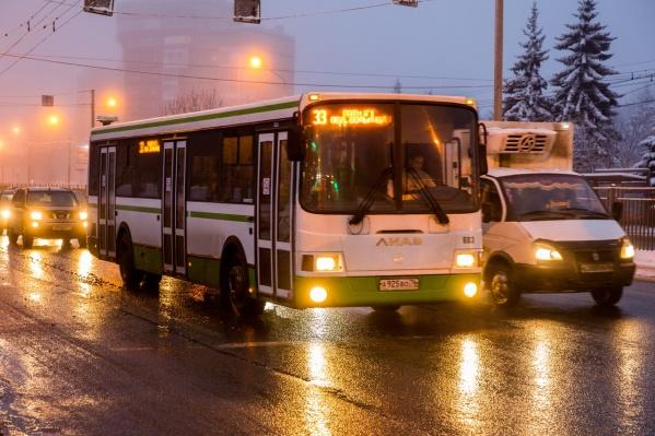 Приходится изрядно померзнуть в ожидании автобуса