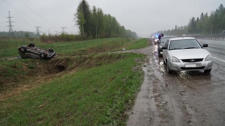 На Восточном обходе в Перми перевернулся внедорожник BMW: один человек погиб