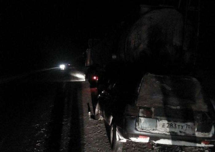 В автомобиле «Лада» ехали семь человек — из-за аварии погибли двое, в том числе ребёнок