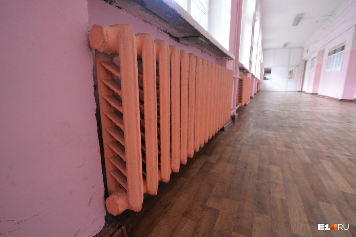 Еще немного «было — стало»: так выглядел обычный школьный коридор в здании сталинской постройки