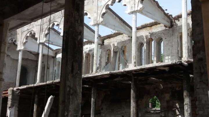 Кладут кирпич и ставят свайный фундамент: появилась информация о работах в самарской синагоге
