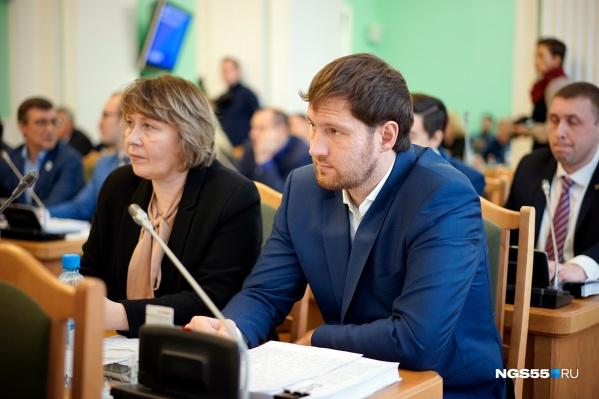 Коммунист Петренко сейчас состоит в шести горсоветовских комитетах из семи, и большинство его коллег считает это проблемой