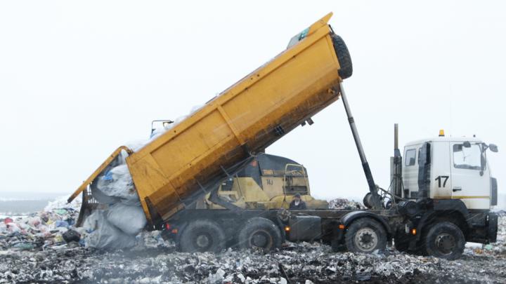 Видео с полигона Архангельска: смотрим, как разгружают мусор из Сабетты