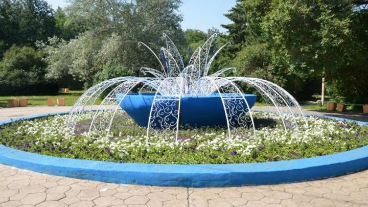 Бабочки оценят: на Уралмаше неработающий фонтан превратили в большой цветник