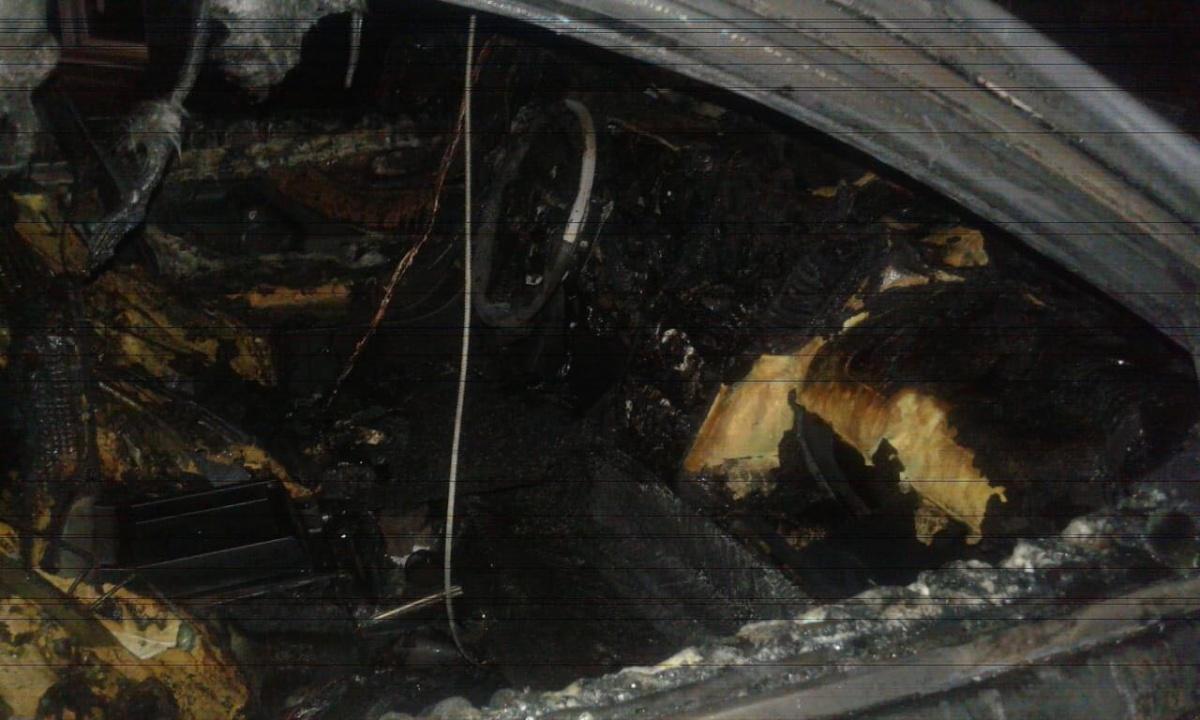 Пожар явно возник не в результате ДТП, автомобиль был припаркован во дворе