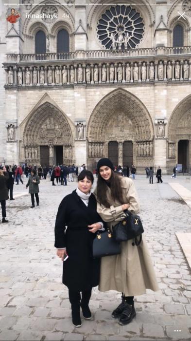 Этот снимок Ирина Шейк сделала во время прогулки с родными во Франции