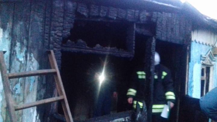 В Башкирии ночью сгорел дом: погибли женщина и двое детей