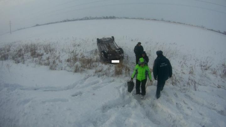 На границе с Башкирией перевернулась иномарка: пострадал ребенок