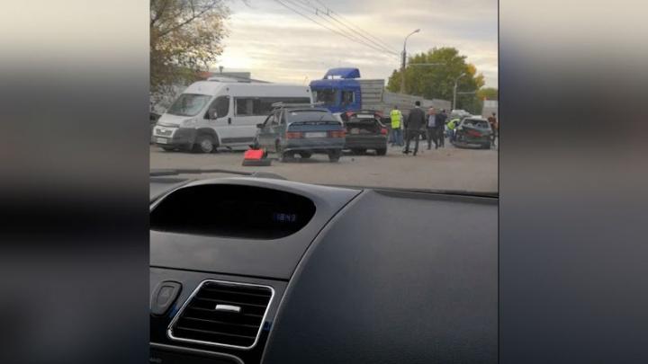 Грузовик, маршрутка и троллейбус: массовая авария на трассе в Башкирии попала на видео