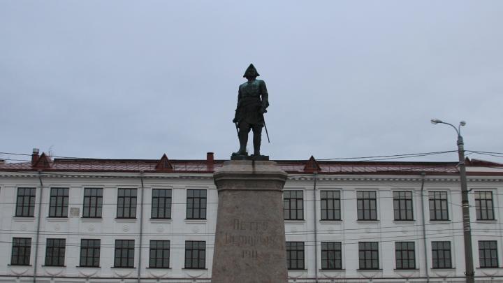 Владимир Мединский поддержал восстановление памятника Петру I в Архангельске