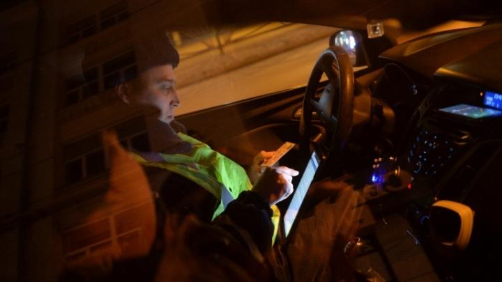 Полицейским пришлось стрелять по машине мертвецки пьяного водителя, удирающего в сторону Тюмени