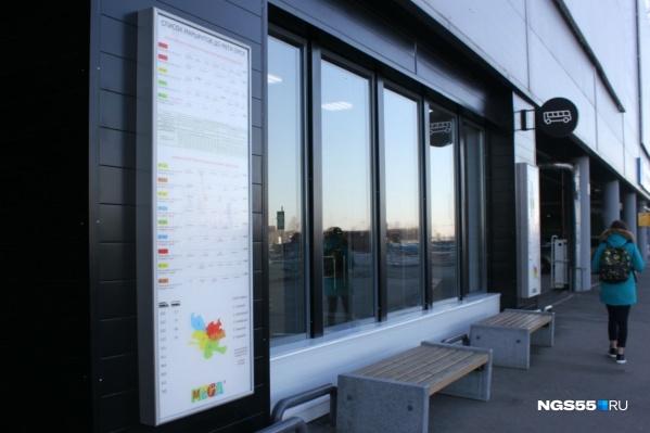 Пока городские власти только начинают оборудовать первые тёплые остановки, в «МЕГЕ» она уже есть