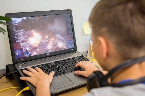 На компьютерах студенты смогут разрабатывать игры и заниматься программированием