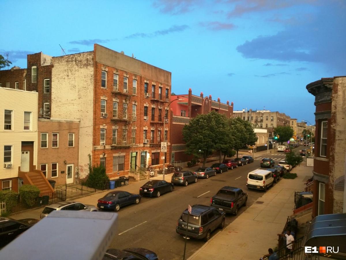 Вид из окна квартиры в Бруклине, в которой Алексей живет сейчас