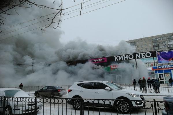 Дым стелился далеко по проезжей части
