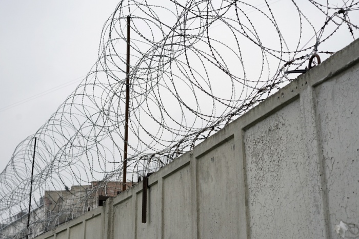 Осуждённый дал взятку врачу-психиатру, чтобы она принесла ему запрещённую колбасу