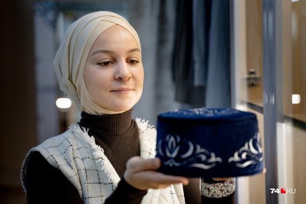Все крупные магазины мусульманской одежды традиционно в Татарстане и Башкортостане, а вот в Челябинске купить наряды было почти невозможно, рассказывает ДарьяШамсутдинова