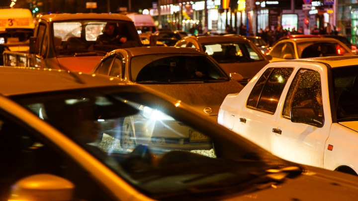 Центр Волгограда сковали пробки после экстрим-шоу силачей