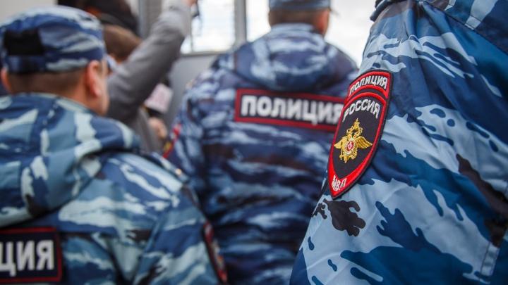 В Волгограде задержан бизнесмен за дачу 200 тысяч рублей антикоррупционеру-полицейскому