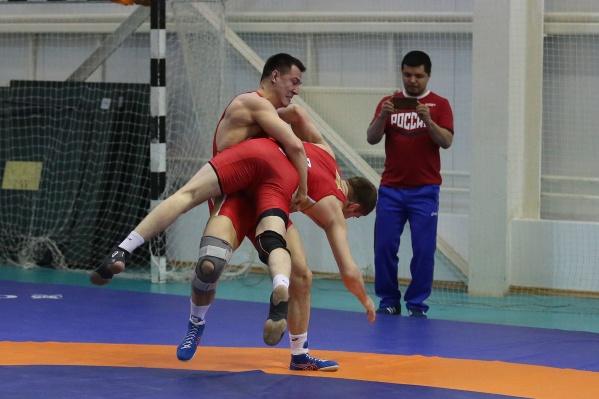 Прошлый чемпионат мира Роман власов пропустил из-за травмы. Фото сделано во время тренировки уже после операции на ноге