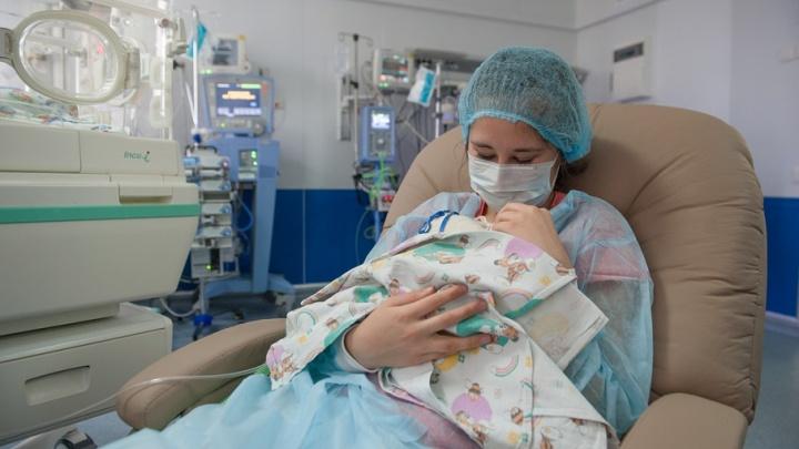 В Башкирии 11 семей получили выплаты за рождение первенца