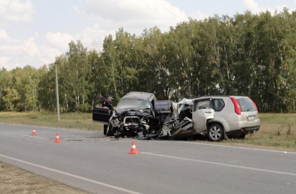 Под Омском столкнулись джипы: 3 человека погибли