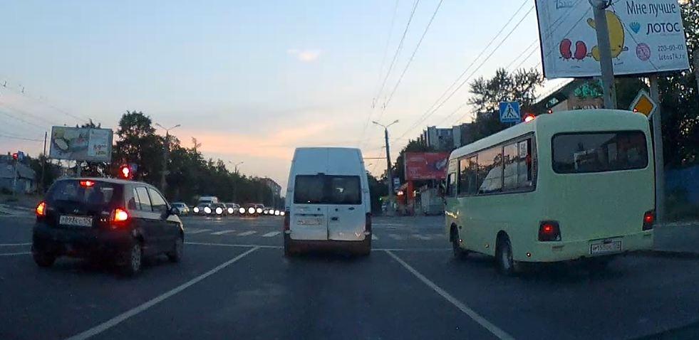 Проезд на красный у челябинских маршрутчиков нарушением не считается