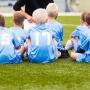 Спортивная школа vs дворовая площадка: где играть в футбол детям