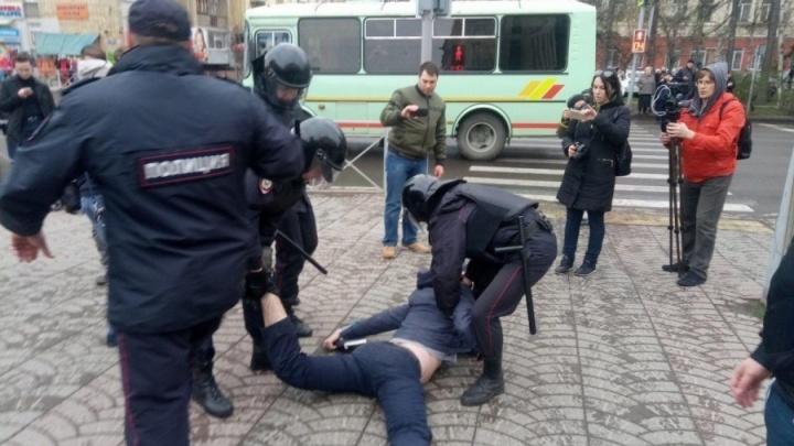 СК отказался возбуждать дела об избиении красноярских сторонников Навального из-за их взглядов