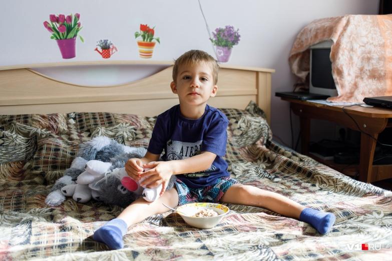 После первых шагов Кирилла его мама забила тревогу