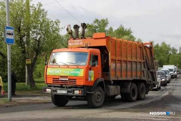 """Теперь мусоровозы смогут отстаиваться на улице 10 лет Октября: именно там когда-то располагалось пассажирское предприятие <nobr class=""""_"""">№&nbsp;1</nobr>"""