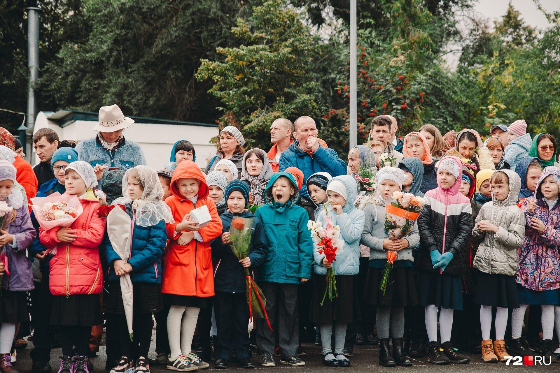 Ученики православной гимназии — это те же дети, которые, кажется, тоже мечтают о продолжении беззаботного лета