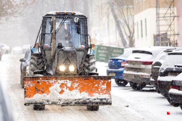Чистить от снега межквартальные проезды предложили управляющим компаниям