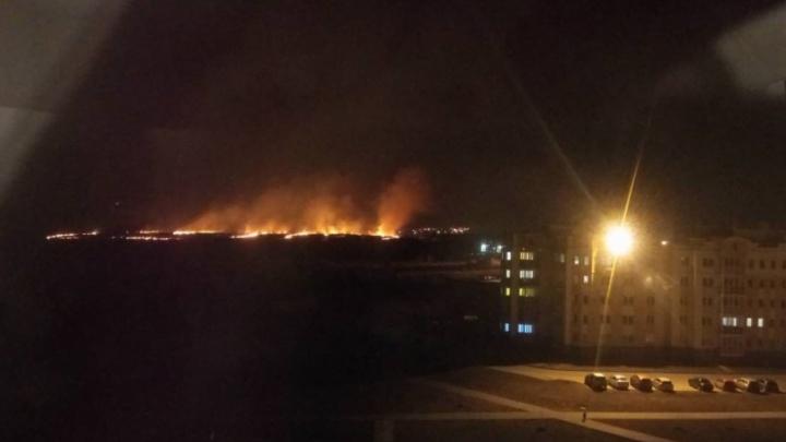 «Пока они катались, мы тушили»: жители пригорода недовольны работой МЧС на пожаре у «Просторов»