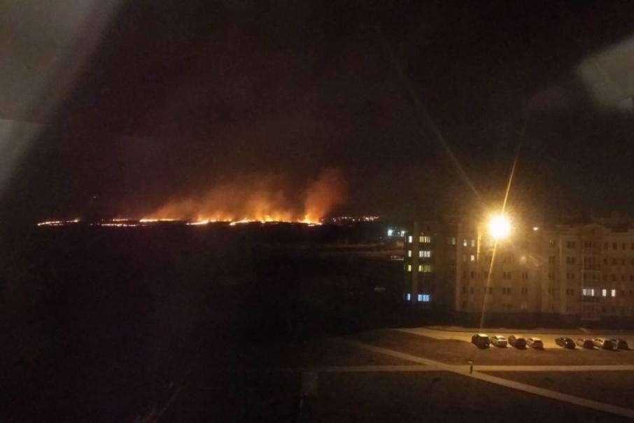 Пожар в пригороде Челябинска удалось потушить только глубокой ночью