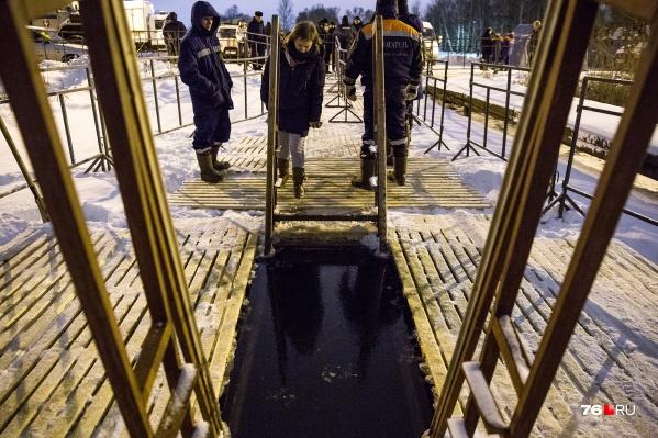 Некоторые купели могут закрыть из-за опасного льда