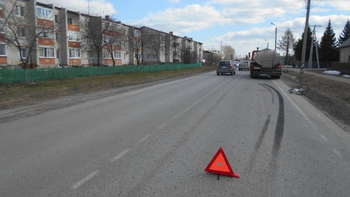 За сутки в Тюменской области сбили двух детей. Одна школьница убежала с места аварии