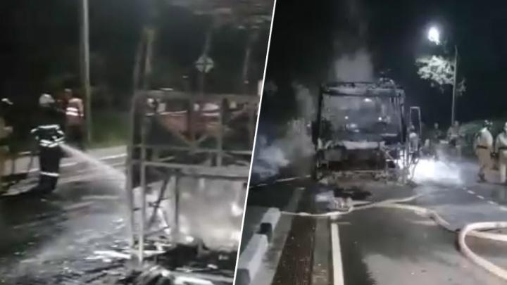 На Кубани сгорел пассажирский автобус, следующий в Таганрог