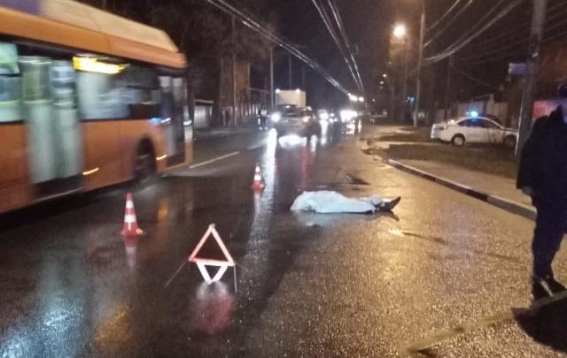 В Нижнем Новгороде автобус насмерть сбил человека: ГИБДД разыскивает свидетелей аварии