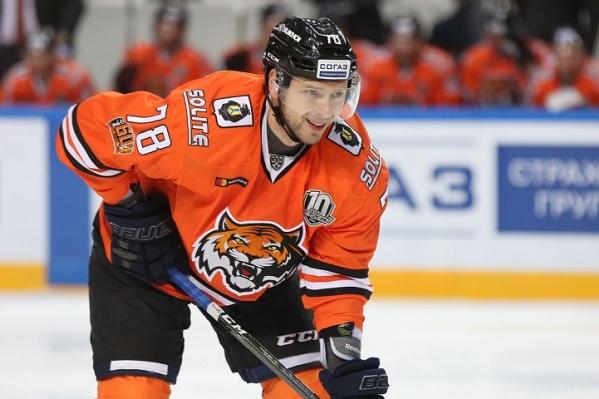 До последнего времени хоккеист выступал за хабаровский «Амур»