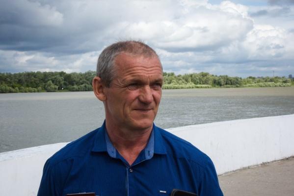 Николай Кожевин работает обычным токарем