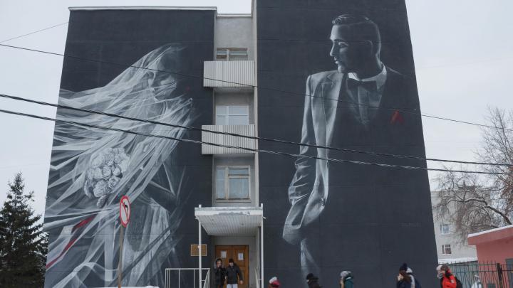 Фотосессия на старой лестнице: обзор ЗАГСа Октябрьского округа