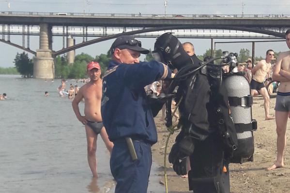 На берегу нашли вещи и машину пропавшего