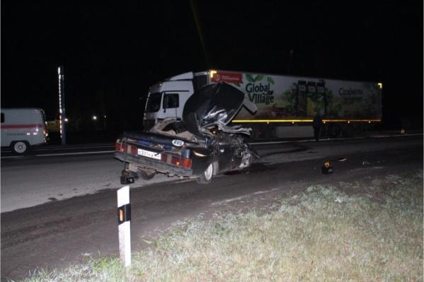 Так выглядела легковушка после столкновения с грузовиком. Тогда три человека получили травмы, ещё двое погибли