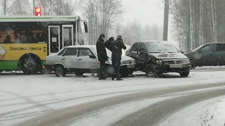 «Движение плотное»: в Ярославле настал день жестянщика. Советы автомобилистам